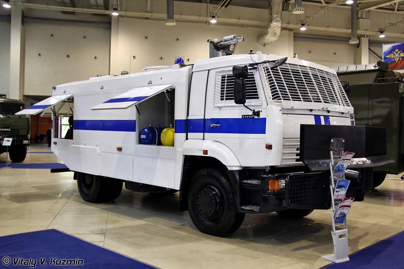 Водометный автомобиль Шторм на базе КАМАЗ-53605 (Anti-riot vehicle Shtorm on KAMAZ-53605 chassis)