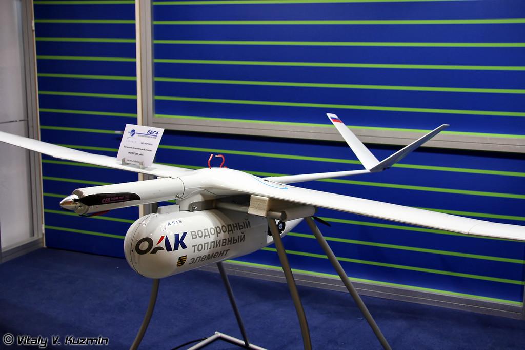 БПЛА INSPECTOR 402 с электрической силовой установкой на водородном топливном элементе (INSPECTOR 402 UAV with hydrogen fuel element)