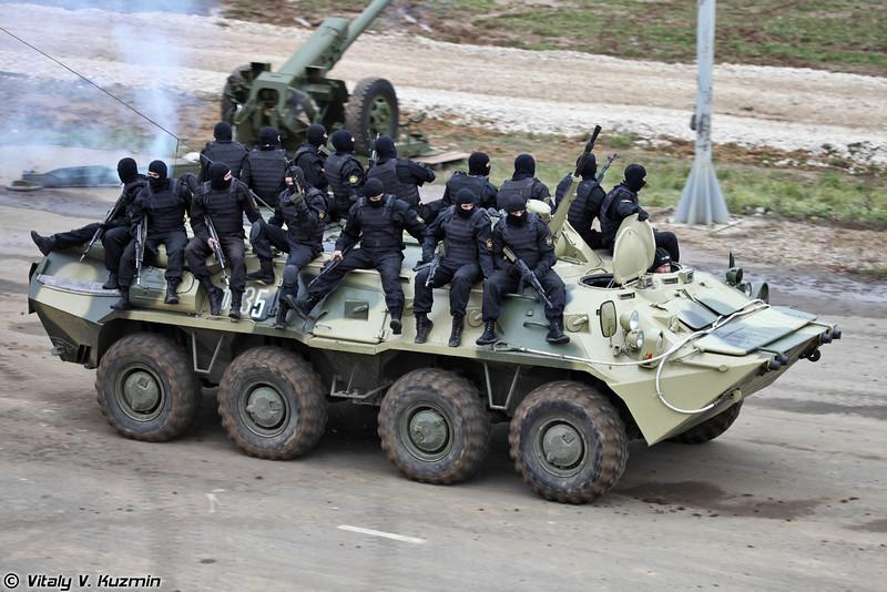 Военнослужащие 604-го ЦСН Витязь ВВ МВД России показали индивидуальную подготовку и приемы рукопашного боя (Operators from 604th Special purpose center Vityaz of Internal troops)