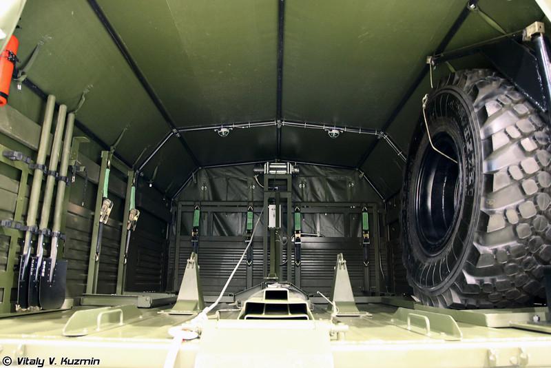 Транспортная машина 2Ф510 на базе Урал-43206 с оборудованием для минометного комплекса 2С12 Сани (2F510 transport vehicle on Ural-43206 base for 2S12 Sani mortar)