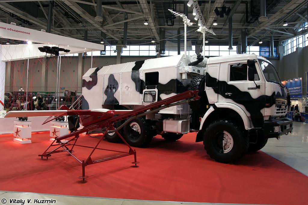 БПЛА К-2 и Машина управления (K-2 UAV and control vehicle)