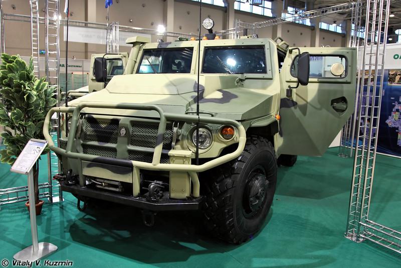 Еще одна специальная бронированная машина СБМ ВПК-233136, но уже на стенде ОАО АМЗ (One more Special armored vehicle SBM VPK-233136, this time at JSC AMZ section)