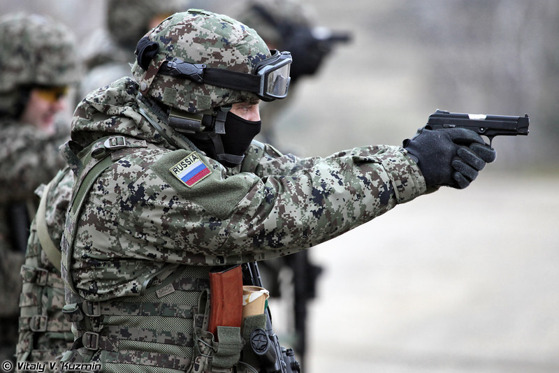Сотрудники ОСН Гром ФСКН России продемонстрировали элементы одиночной и групповой тактической стрельбы (Tactical shooting of Grom Special purpose unit of Federal Drug Control Service)