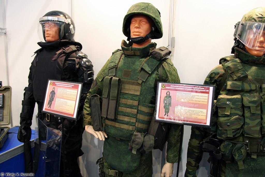 Пример экипировки военнослужащего подразделений СПН ВВ МВД РФ, бронежилет 7Б-ВВ и шлем ШБМ (A variant of equipment kit for Internal troops special units, 7B-VV bulletproof vest and ShBM helmet)