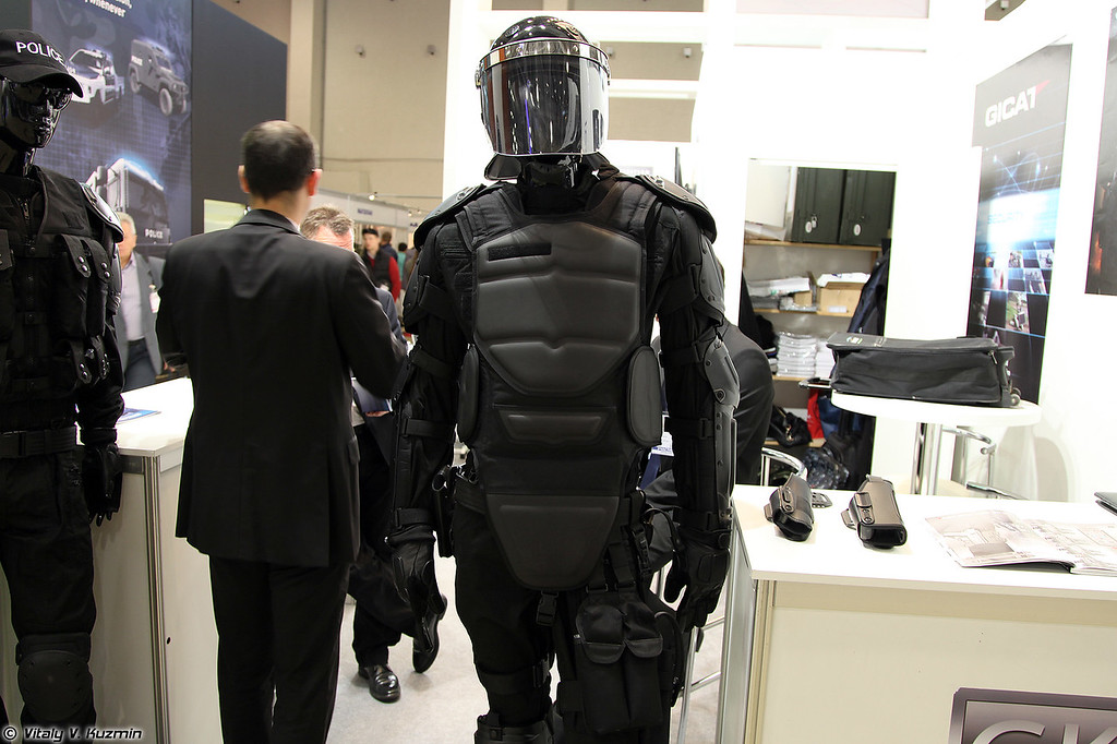 Противоударный комплект без названия от французской GK Professional (Riot control suit from french GK professional)