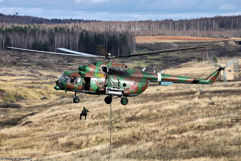 Высадка воздушно-поисковой штурмовой группы с вертолета Ми-8АМТШ (Landing of assault group from Mi-8AMTSh)