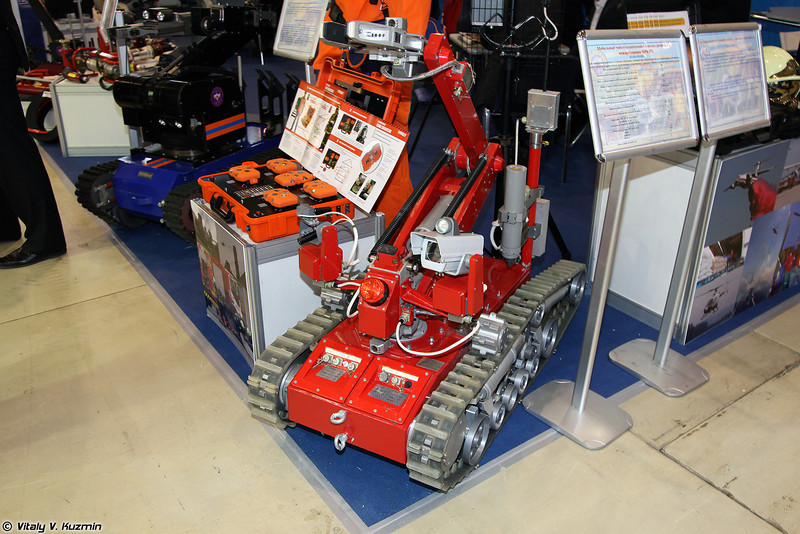 Мобильный робототехнический комплекс разведки и пожаротушения МРК-РП (Surveillance and firefighting robot system MRK-RP)