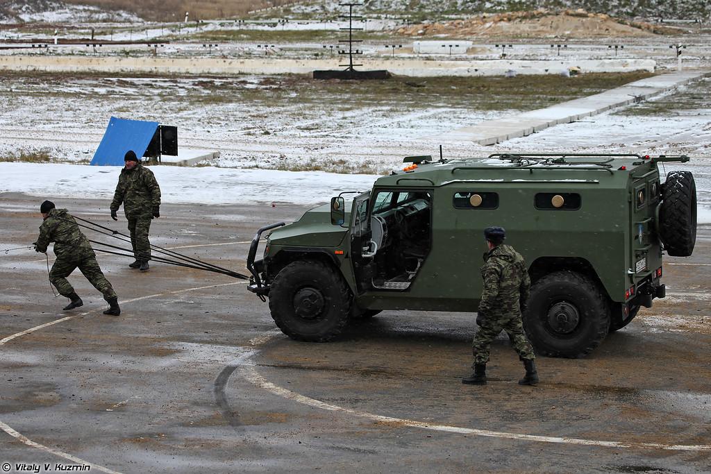 Буксировка СБМ сотрудником ОСН Сатурн (OSN Saturn operator towed the SBM armored vehicle)
