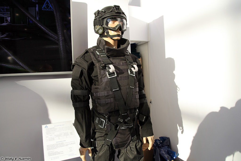 Бронежилет Высотник и шлем Тор (Vysotnik bulletproof vest and Tor helmet)