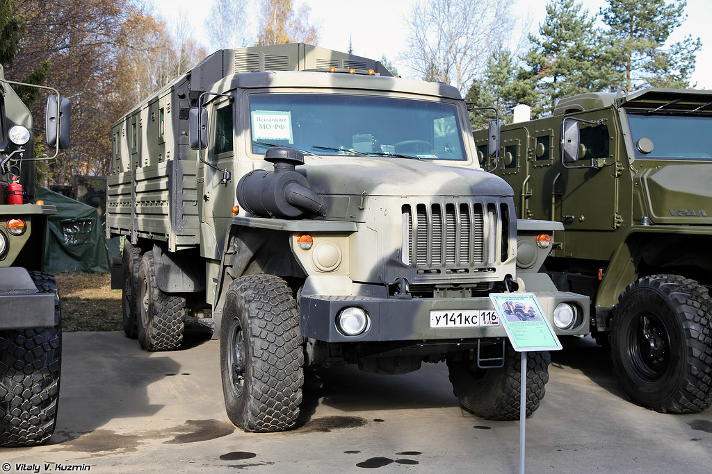 Бронеавтомобиль на шасси Урал-4320 с бронированной камазовской кабиной и модулем ММ-502 (Armored Ural-4320 with KAMAZ cabin and armored module MM502)