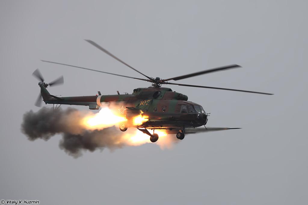 Применение авиационных средств поражения НАР С-8 по колонне боевиков в составе пары Ми-8МТ (Mi-8MT fires S-8 unguided missiles)