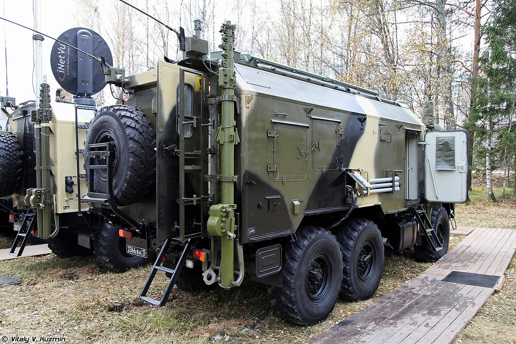 Радиостанция Р-166 (R-166 signal vehicle)