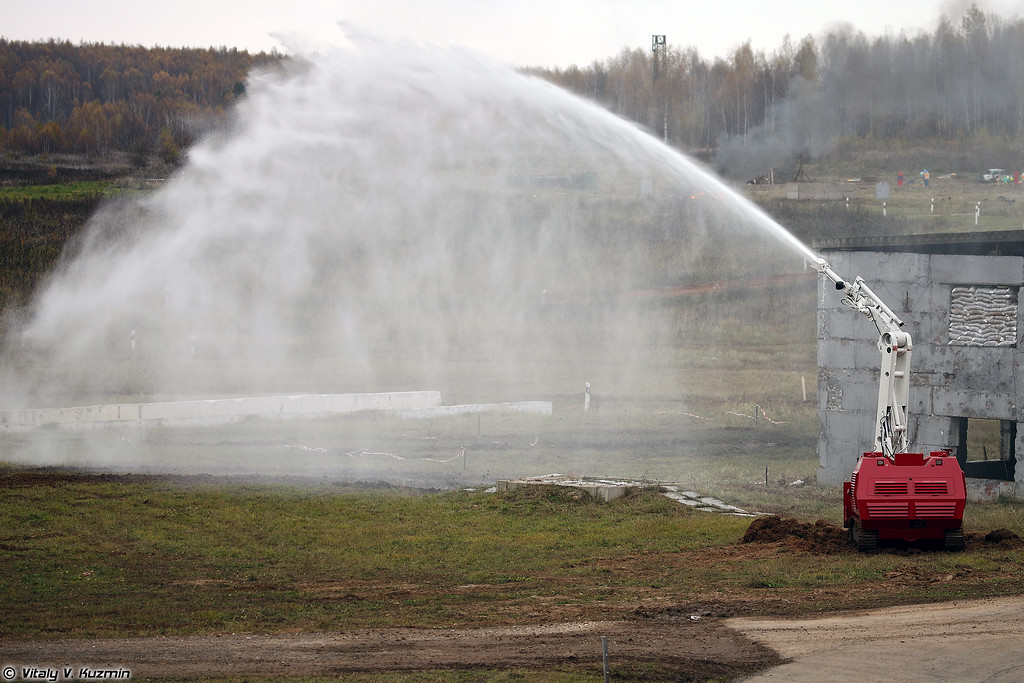 Робототехнический комплекс пожаротушения Ель-4 (El'-4 firefighting UGV)