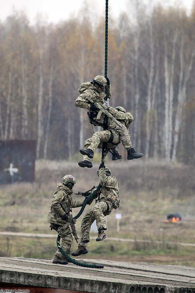Эвакуация штурмовой группы при помощи вертолета (Assault group evacuation from the roof)