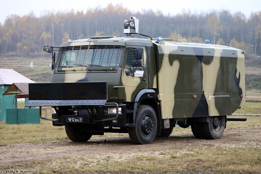 Водометный спецавтомобиль Шторм на шасси Камаз-53605 (Riot control vehicle Shtorm on KAMAZ-53605 chassis)