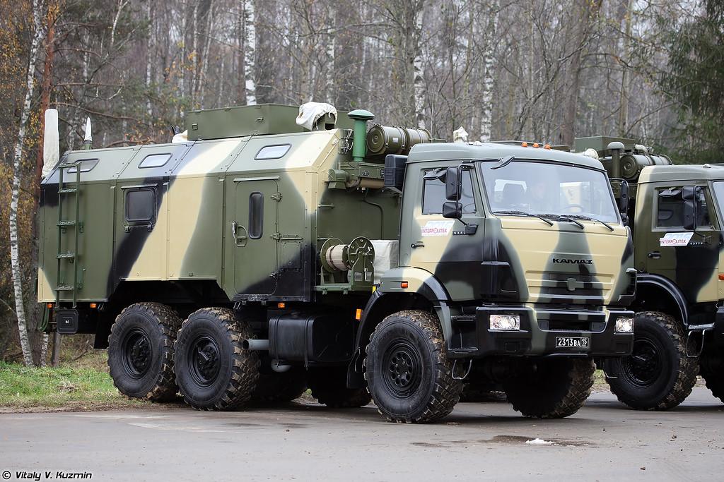 Командно-штабная машина Р-142НСА-Р (R-142NSA-R command vehicle)
