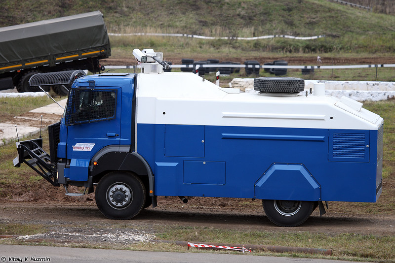 Водометный автомобиль RCU 6000-1 RU на шасси MB Axor (RCU 6000-1 RU riot control vehicle on MB Axor chassis)