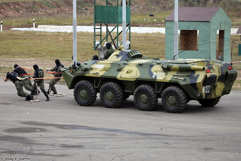 Буксировка БТР-80 сотрудниками ОСН Факел (OSN Fakel operators towed the BTR-80)