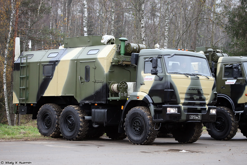 Командно-штабная машина Р-142НСА-Р (R-142NSA-R command vehicle)