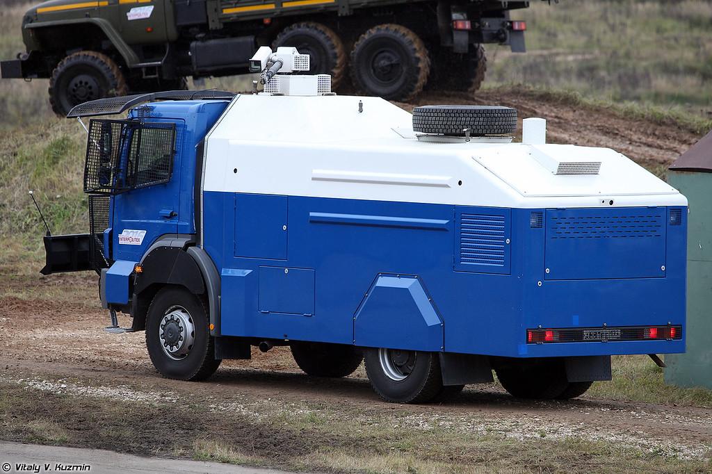 Водометный автомобиль RCU 6000-1 RU на шасси MB Axor (RCU 6000-1 RU riot control vehicle on MB Axor chassis)