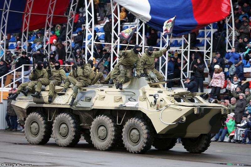 Военнослужащие 604-го ЦСН Витязь войск национальной гвардии на БТР-80 (Operators from 604th Special Purpose Center Vityaz on the top of BTR-80)