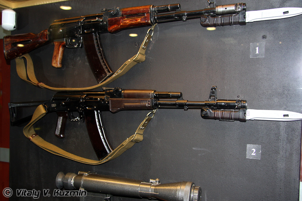АК-74 1-й модели и АКС-74 (AK-74 model 1 and AKS-74)