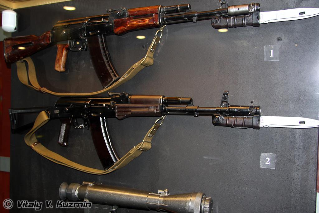 АК-74 1-й модели и АКС-74 (AK-74 model 1 and AKS-74)