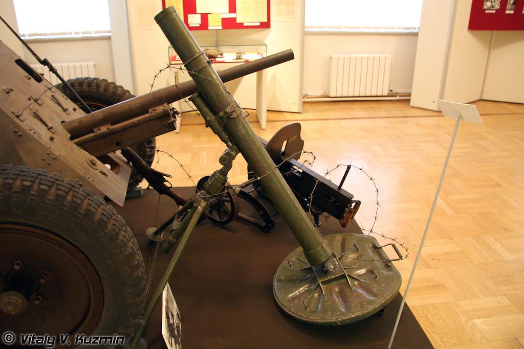 82-мм миномет (82-mm mortar)