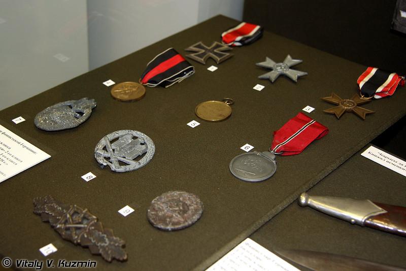 Награды и знаки фашистской Германии (Nazi German medals and pins)