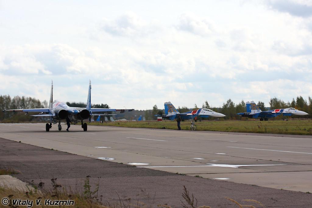 Су-27 АГВП Русские витязи в Кубинке (Russian knights aerobatics team Su-27 in Kubinka)