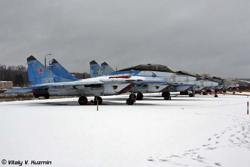 МиГ-29УБ в старой раскраске АГВП Стрижи (MiG-29UB in Swifts previous paint scheme)