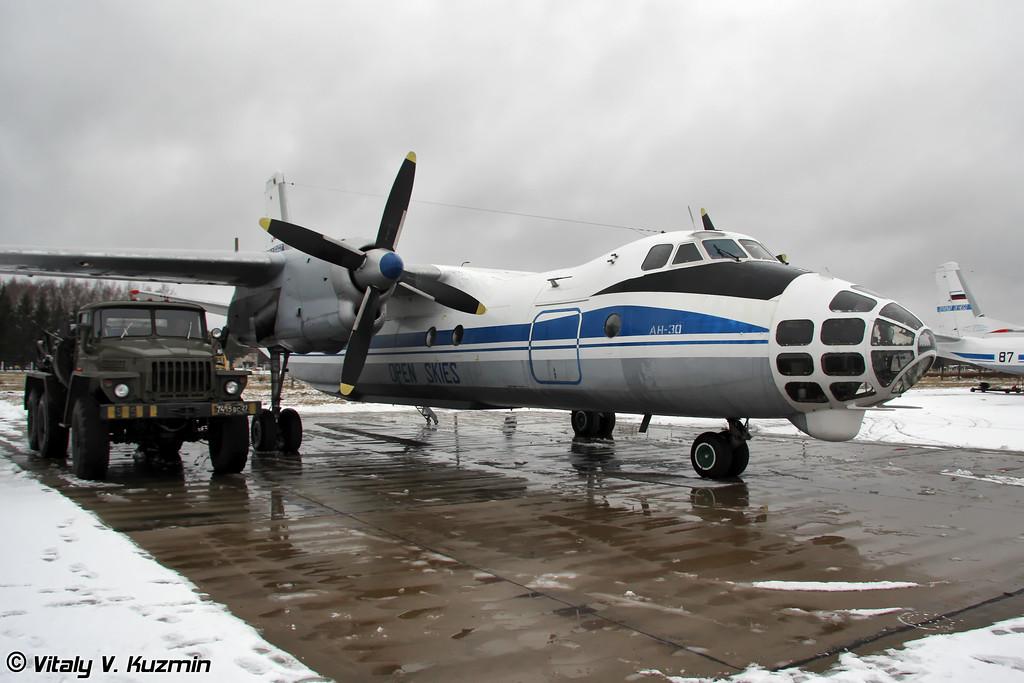 Ан-30 готовится к полету по программе Договора об Открытом небе (An-30 prepares for Open Skyes flight)
