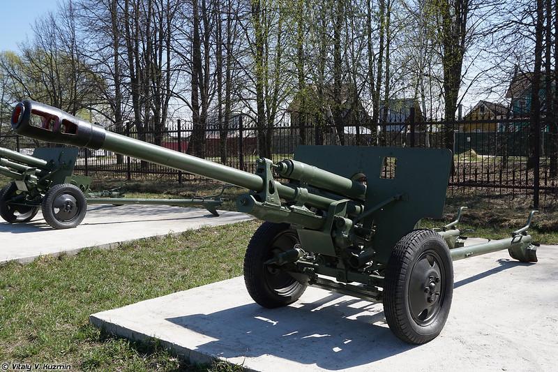76-мм дивизионная пушка ЗиС-3 (76mm divisional gun ZiS-3)