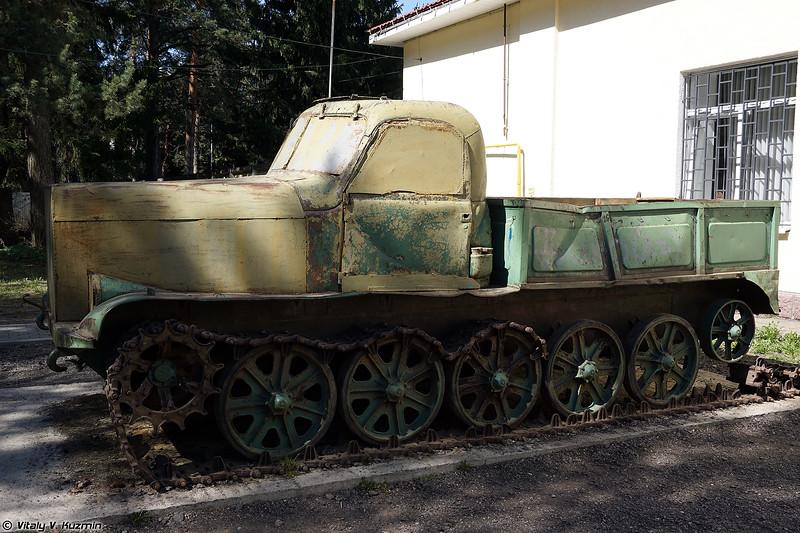 Артиллерийский тягач АТ-Л (AT-L artillery tractor)