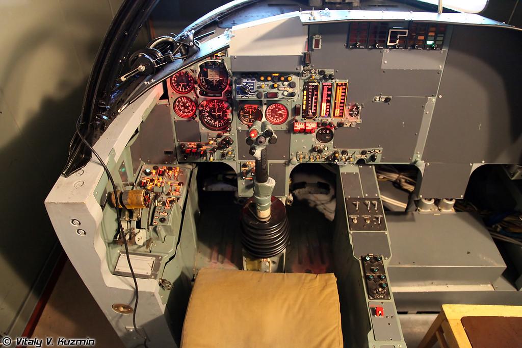 Специализированный тренажер заправки СТЗ-27 самолета Су-24М (STZ-27 aerial refueling training simulator of Su-24M aircraft)