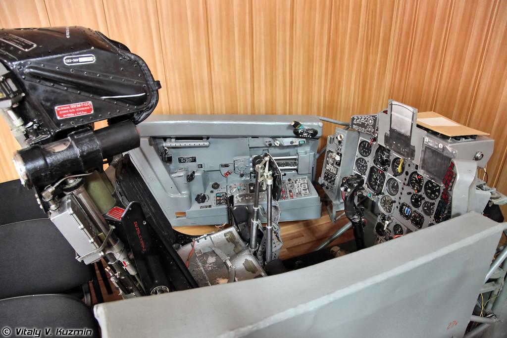 Старый процедурный тренажер МиГ-29 для сравнения (MiG-29 old procedure training simulator)