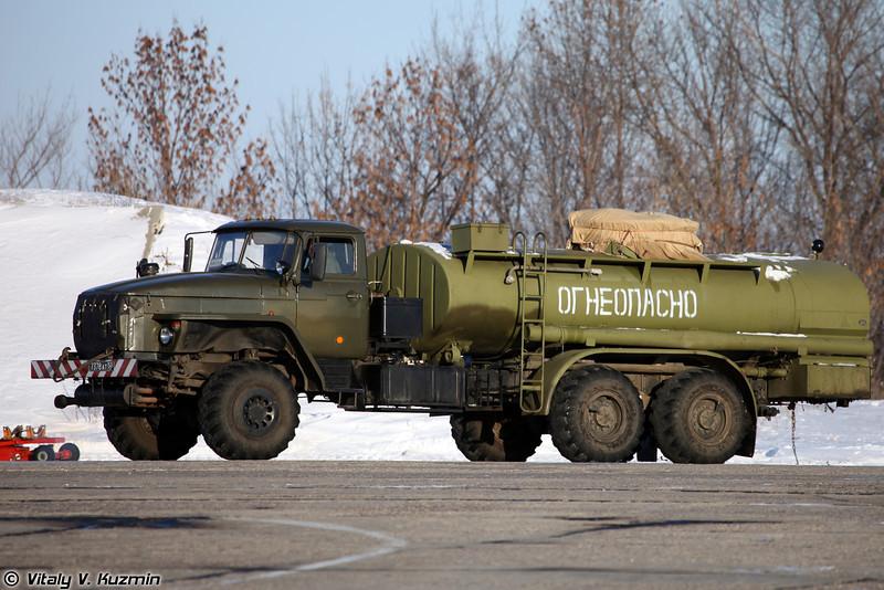 Топливозаправщик АТЗ-10-4320 (Fuel vehicle ATZ-10-4320)