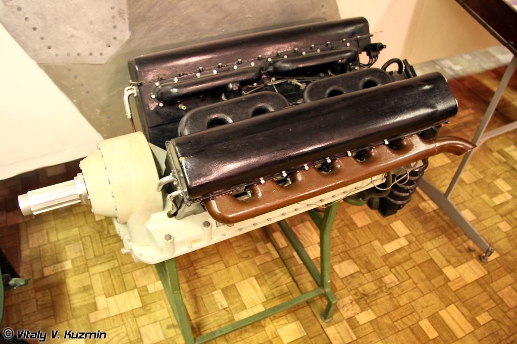 12-ти цилиндровый двигатель АМ-34 устанавливался на самолетах ТБ-3 (AM-34 engine for TB-3 aircrafts)