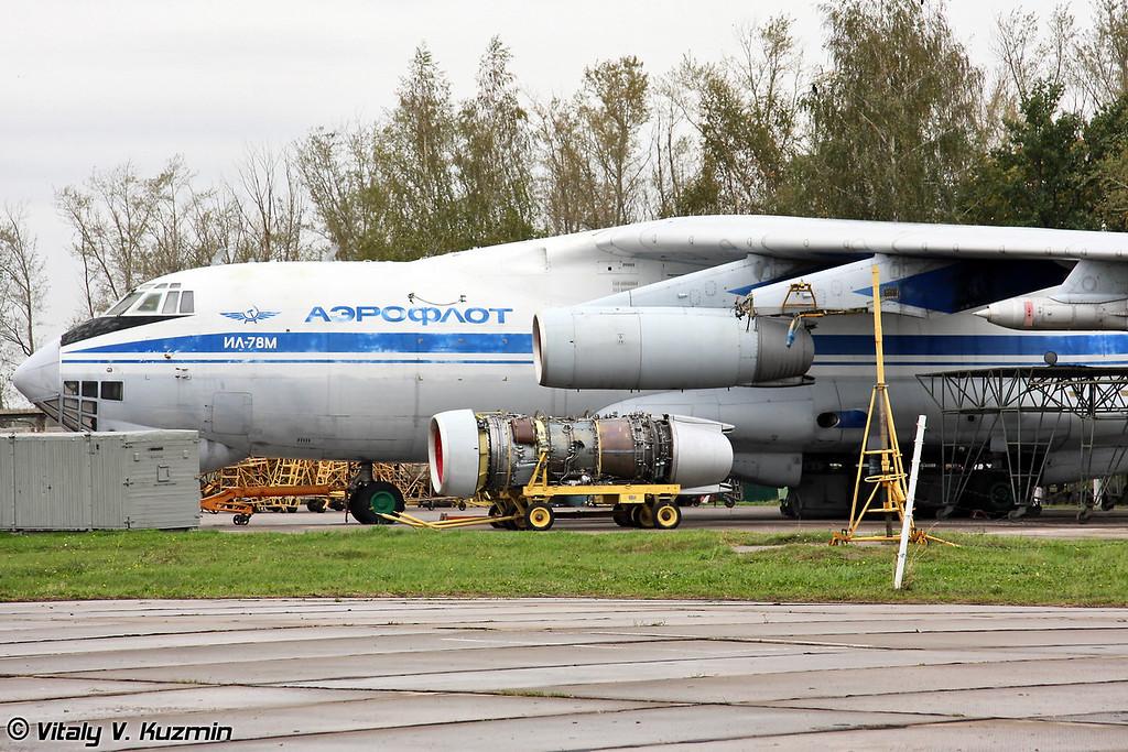 Рядом с музеем располагается стоянка технического обслуживания. Там как раз обслуживали Ил-78М (Repair place is located near the museum. There was IL-78M that day)