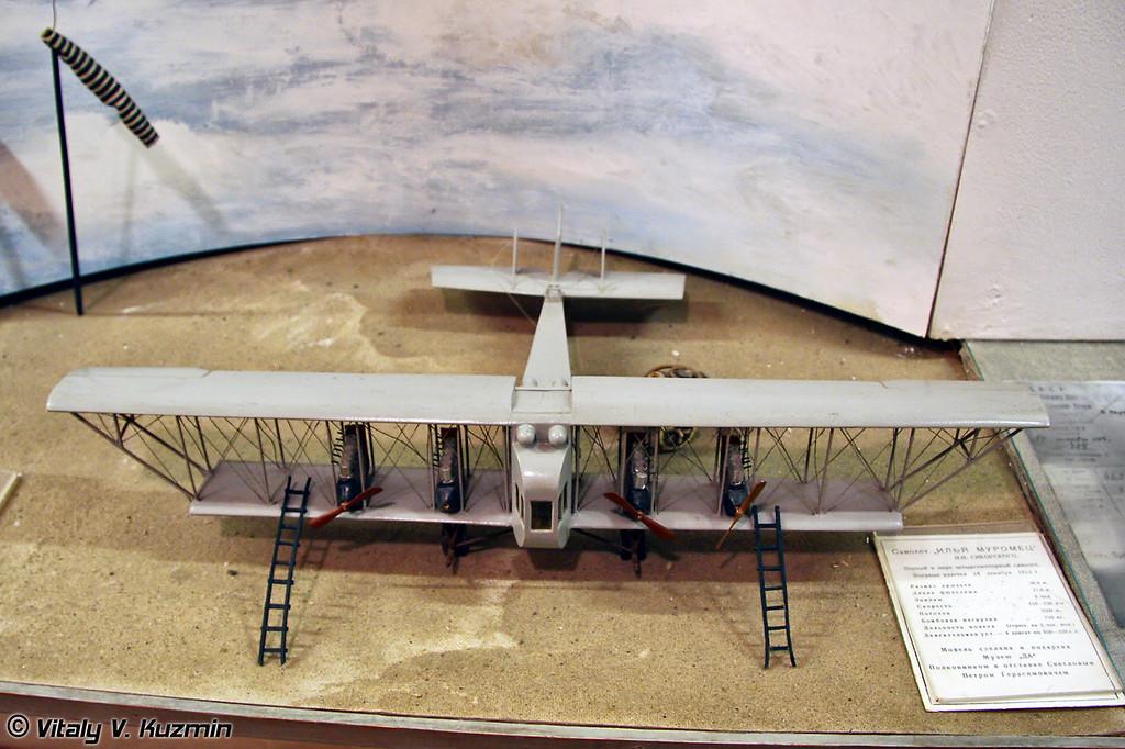 Макет самолета Илья Муромец И.И. Сикорского (Sikorsky Il'ya Muromets aircraft model)