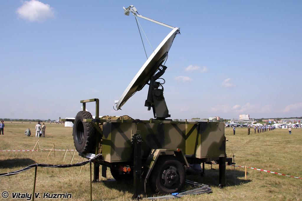 Антенный полевой комплекс АПК-Пр на базе прицепа 1-П-1,5М2. Также был обозначен как Мобильный комплекс приема информации дистанционного зондирования земли (Field antenna complex APK-Pr on 1-P-1,5M2 trailer base)