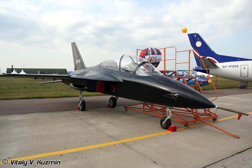Компания КБ САТ представила протопит спортивно-пилотажного реактивного самолета СР-10 (Prototype of SR-10 sport and aerobatics aircraft presented by KB SAT)