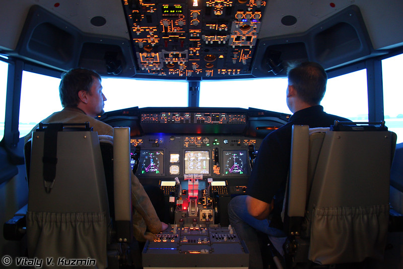 Тренажер Boeing 737NG (Boeing 737NG flight simulator)