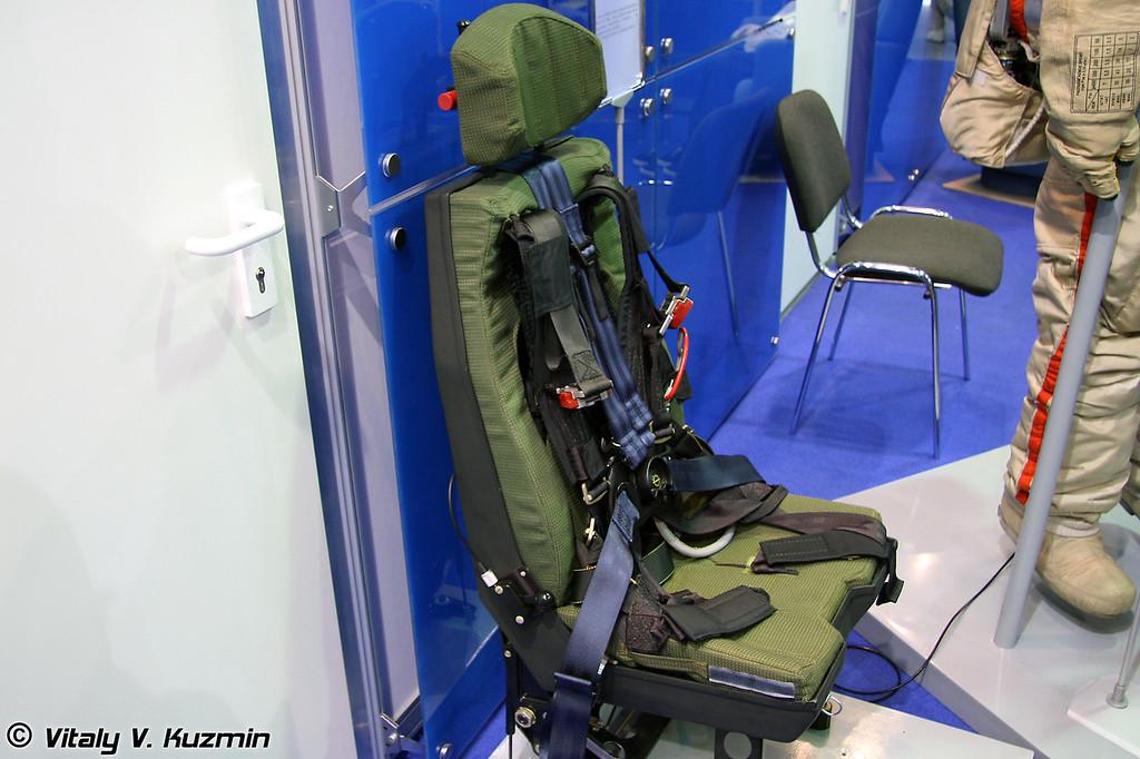 Амортизационное кресло вертолета АК-2000К (Helicopter seat AK-2000K)