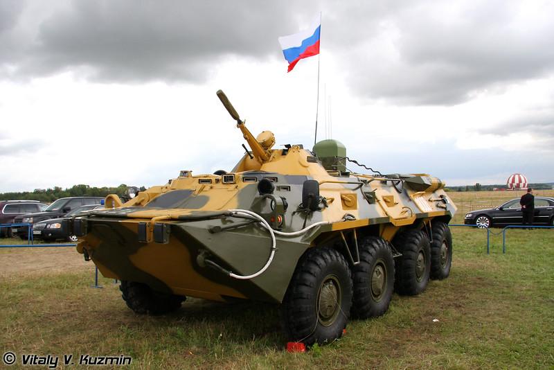 БТР-80 c устройством постановки шумовой помехи в широком диапазоне частот Пелена-6Б-Ф (BTR-80 with jammer Pelena-6B-F)