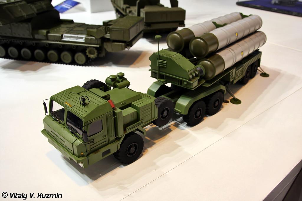 Пусковая установка 5П85ТЕ2 из состава ЗРС С-400 (5P85TE2 transporter erector launcher from S-400 missile system)