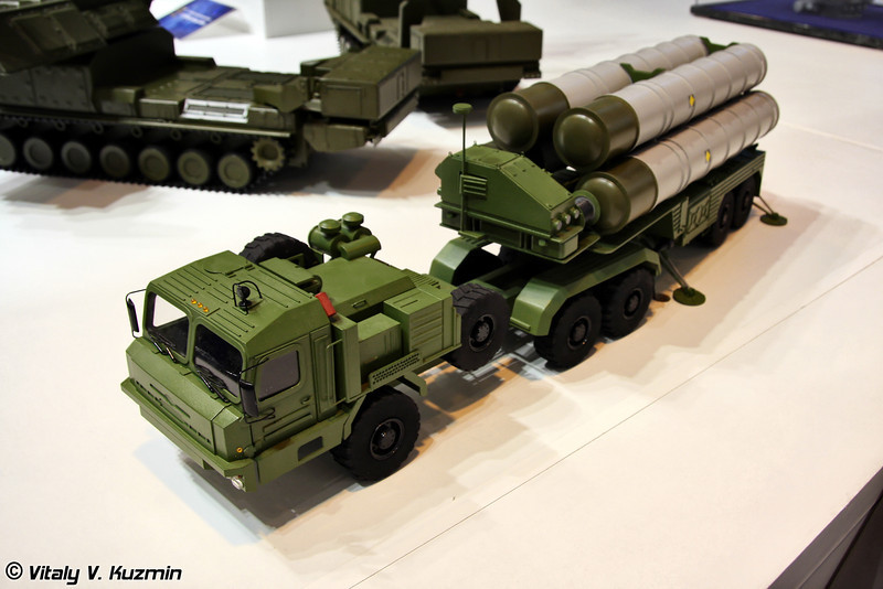 Пусковая установка 5П85ТЕ2 из состава ЗРС С-400 (5P85TE2 transporter erector launcher from S-400 missile system)