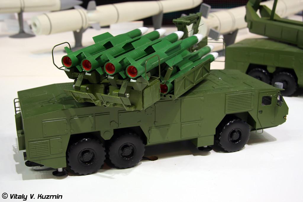 Пуско-заряжающая установка 9А316Э на колесном шасси МЗКТ-6922 из состава ЗРК 9К317Э Бук-М2Э (9A316E transporter erector launcher/transloader on MZKT-6922 chassis from 9K317E Buk-M2E missile system)