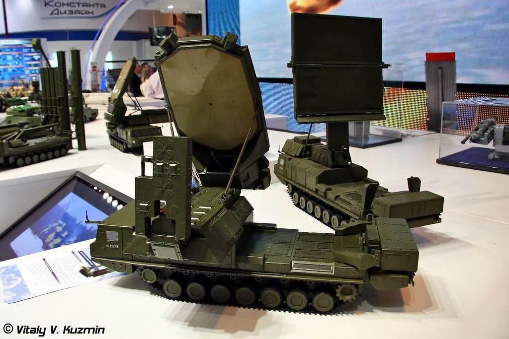 Радиолокационная станция секторного обзора 9С19МЭ и радиолокационная станция кругового обзора 9С15М2Э из состава ЗРС С-300ВМ Антей-2500 (Sector surveillance radar 9S19ME and all-round surveillance radar 9S15M2E from S-300VM Antey-2500 missile system)