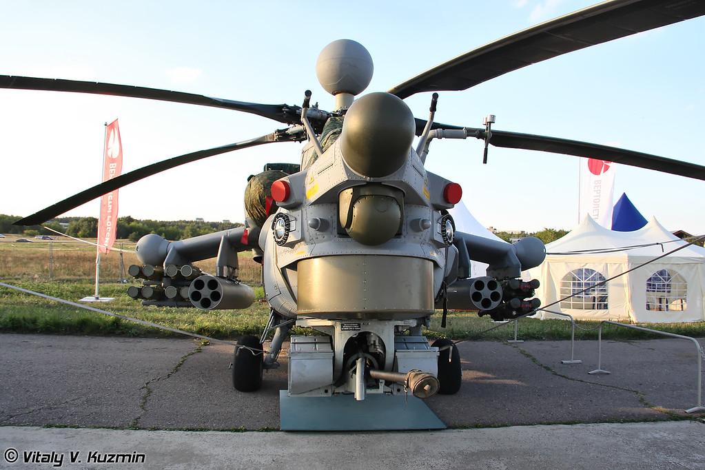 На выставке был еще и второй Ми-28Н, но он позиционировался как экспортная версия Ми-28НЭ (There was one more Mi-28N, but it was shown as export version Mi-28NE)